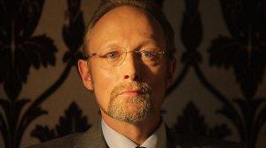 Lars Mikkelsen com a Charles Augustus Magnussen a 'Sherlock'